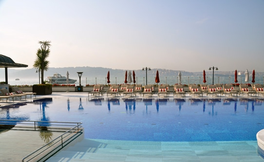four-seasons-istanbul-bosphorus-pool