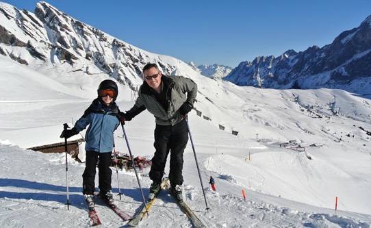 family skiing grindelwald switzerland