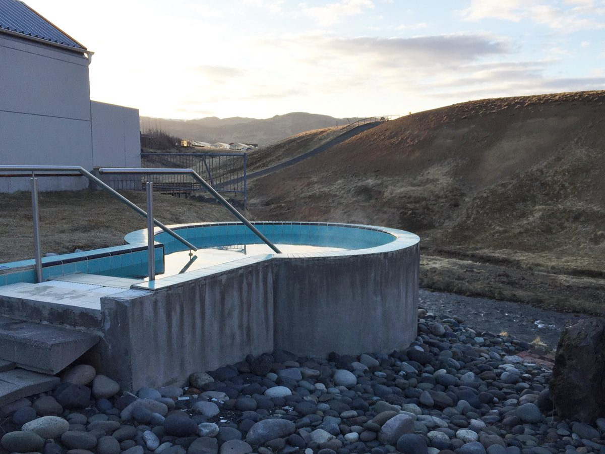frost-and-fire-hot-tub