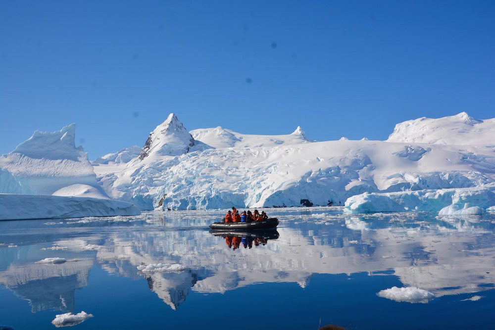 lindblad-expeditions-zodiac